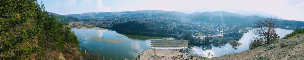 Hiking path along the dam